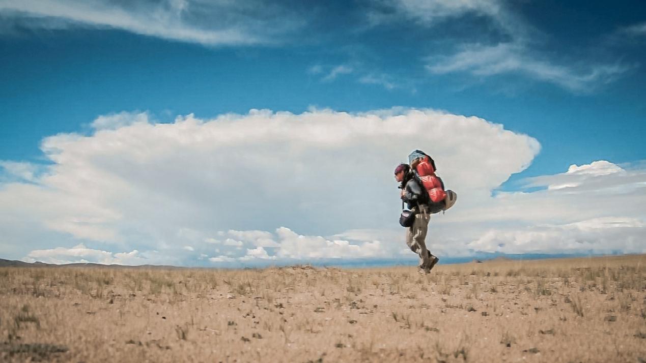 流浪西藏|一路徒搭到魔鬼湖色林错,路上二手的泥点子在我身上胡乱的拍打。
