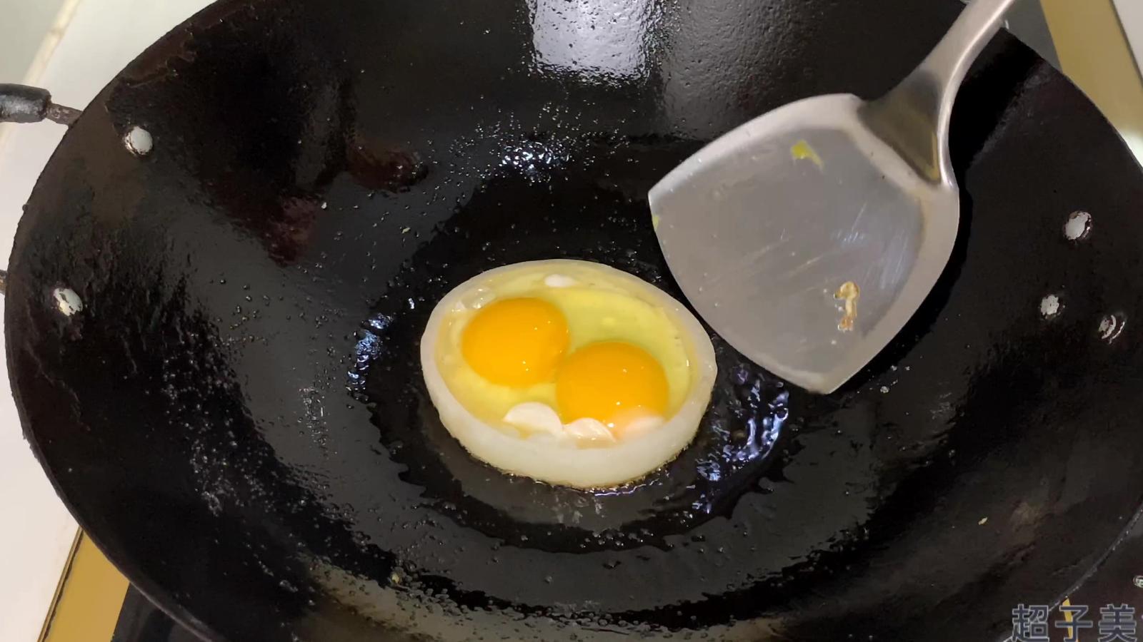 煎荷包蛋直接下锅就是大错特错,教你三种方法和技巧,保证不散不粘锅