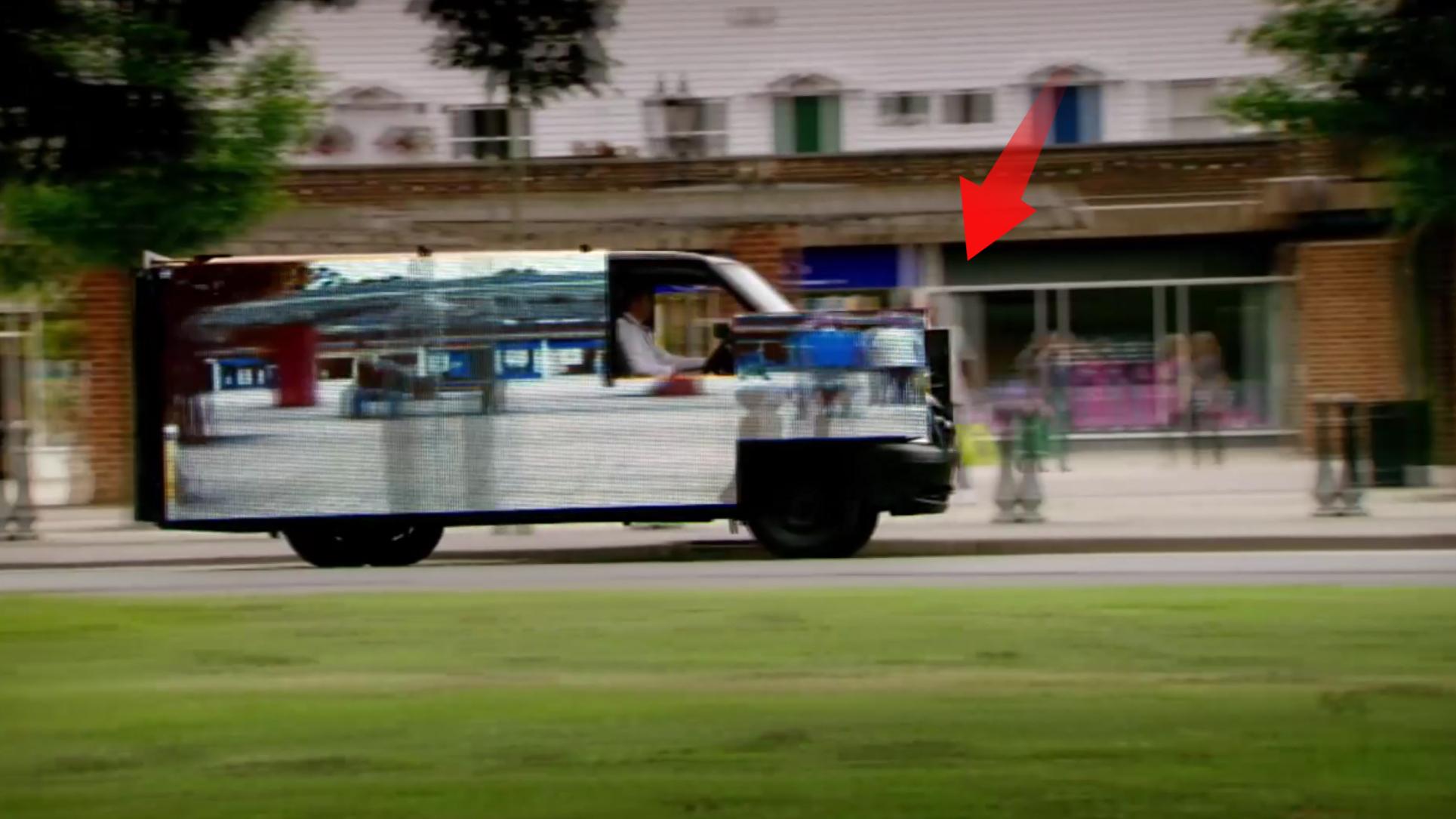 隐形客车,开着开着就不见了,这样安全吗,你能找的到吗