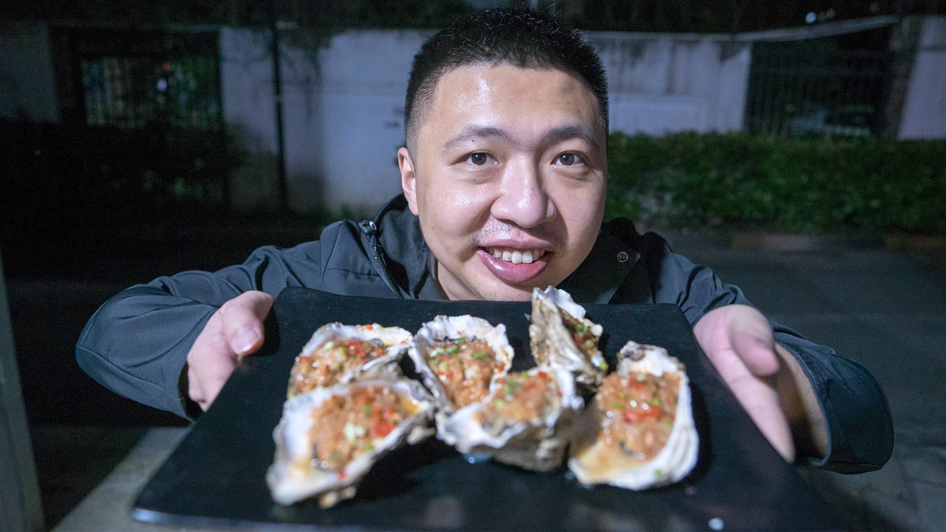 在武汉花200元买的特色烤串,竟然败给了路边10块钱的生蚝?