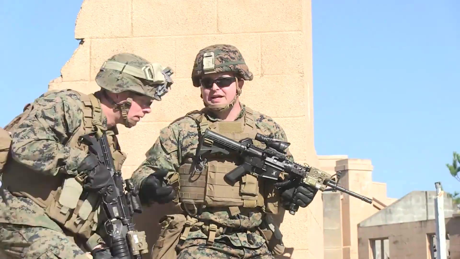 美国海军陆战队展开联合突袭训练