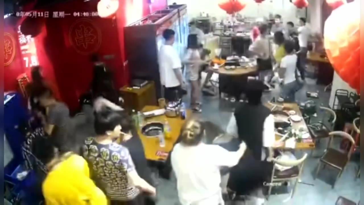 今日法制事件:火锅店店斗殴