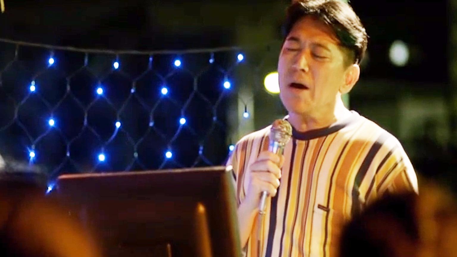 最近网红都在翻唱的《点歌的人》,原唱一出直接秒杀,无法超越!
