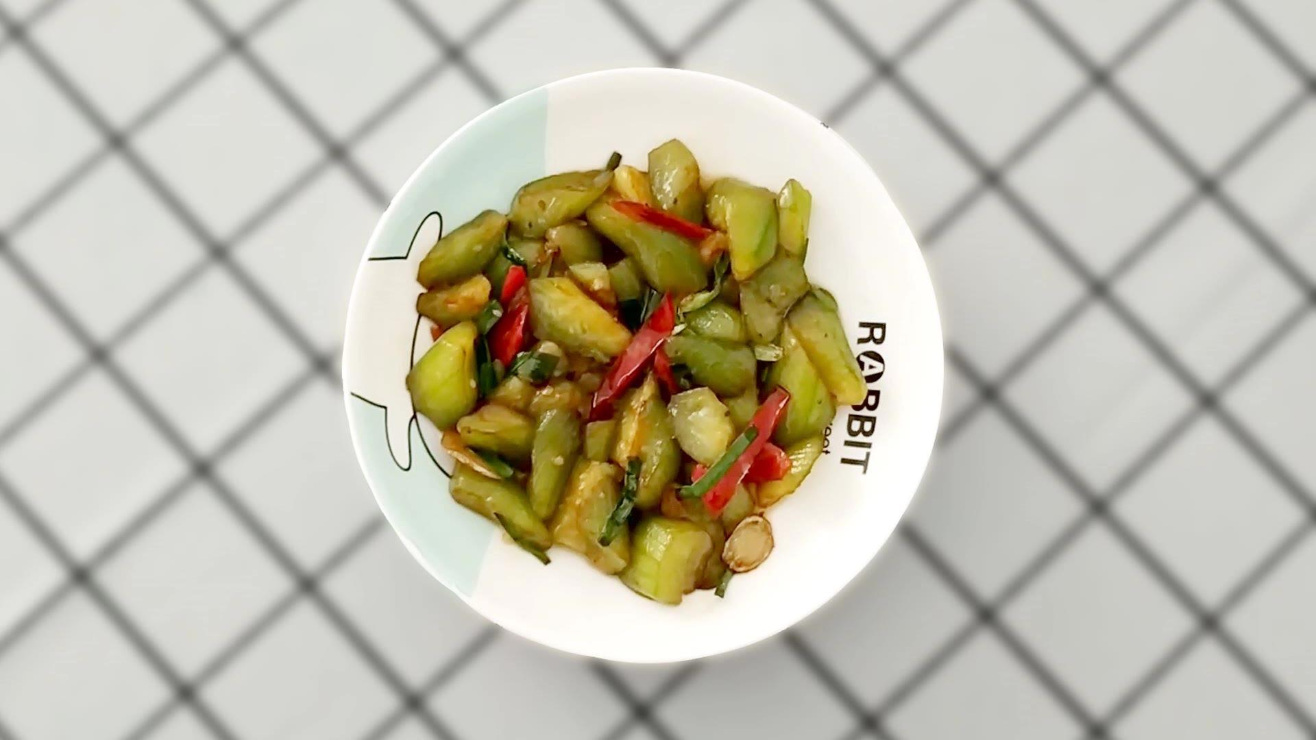 丝瓜除了打汤,清炒也是不错的选择,做法简单,好吃又营养