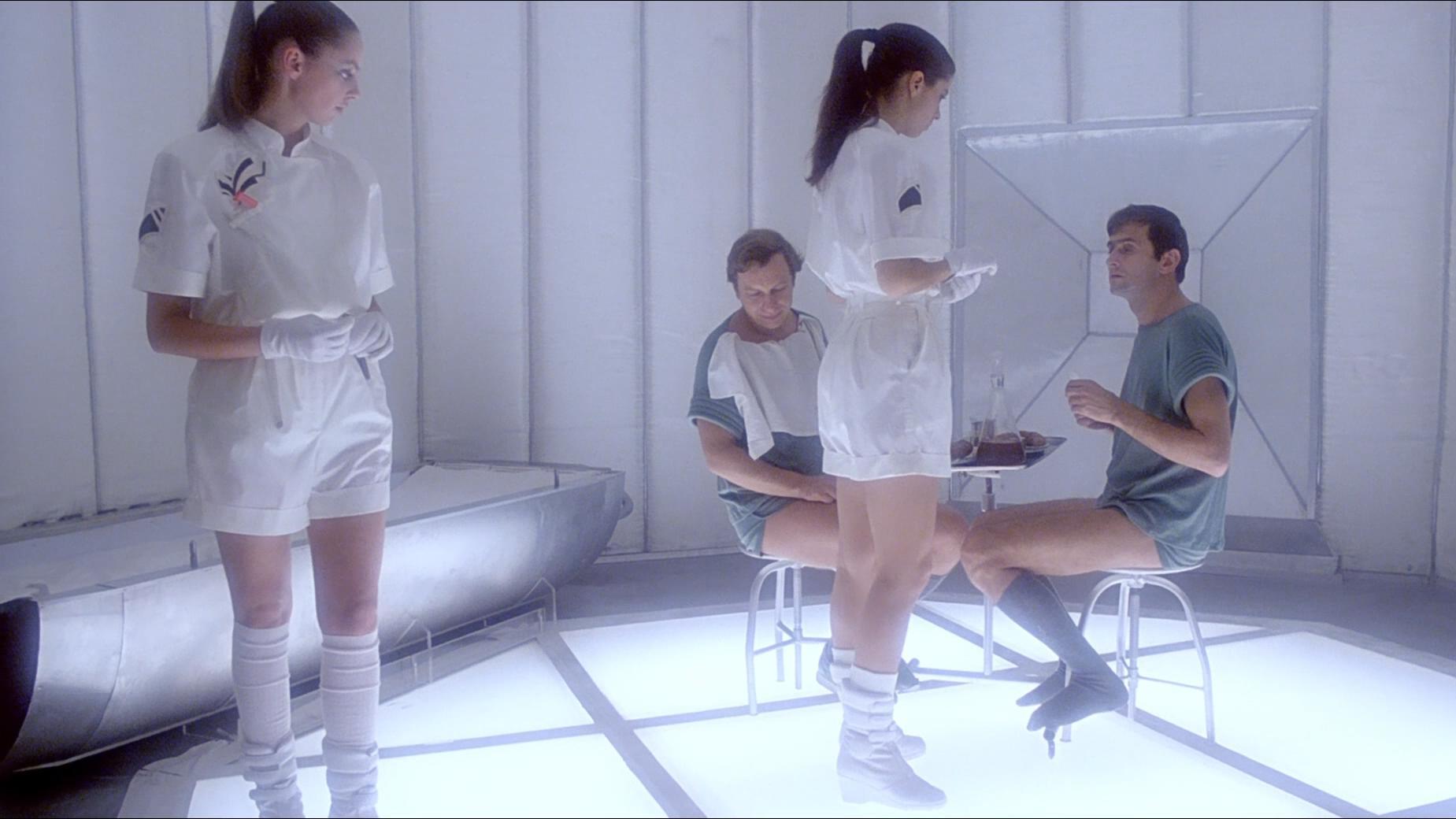 未来世界仅剩两个男人,其余全是长腿美女,他们却无法忍受