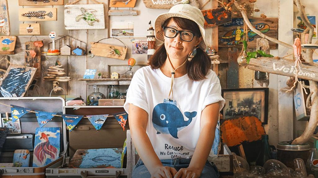 她34岁辞职,靠捡垃圾造了个房,成为当地明星