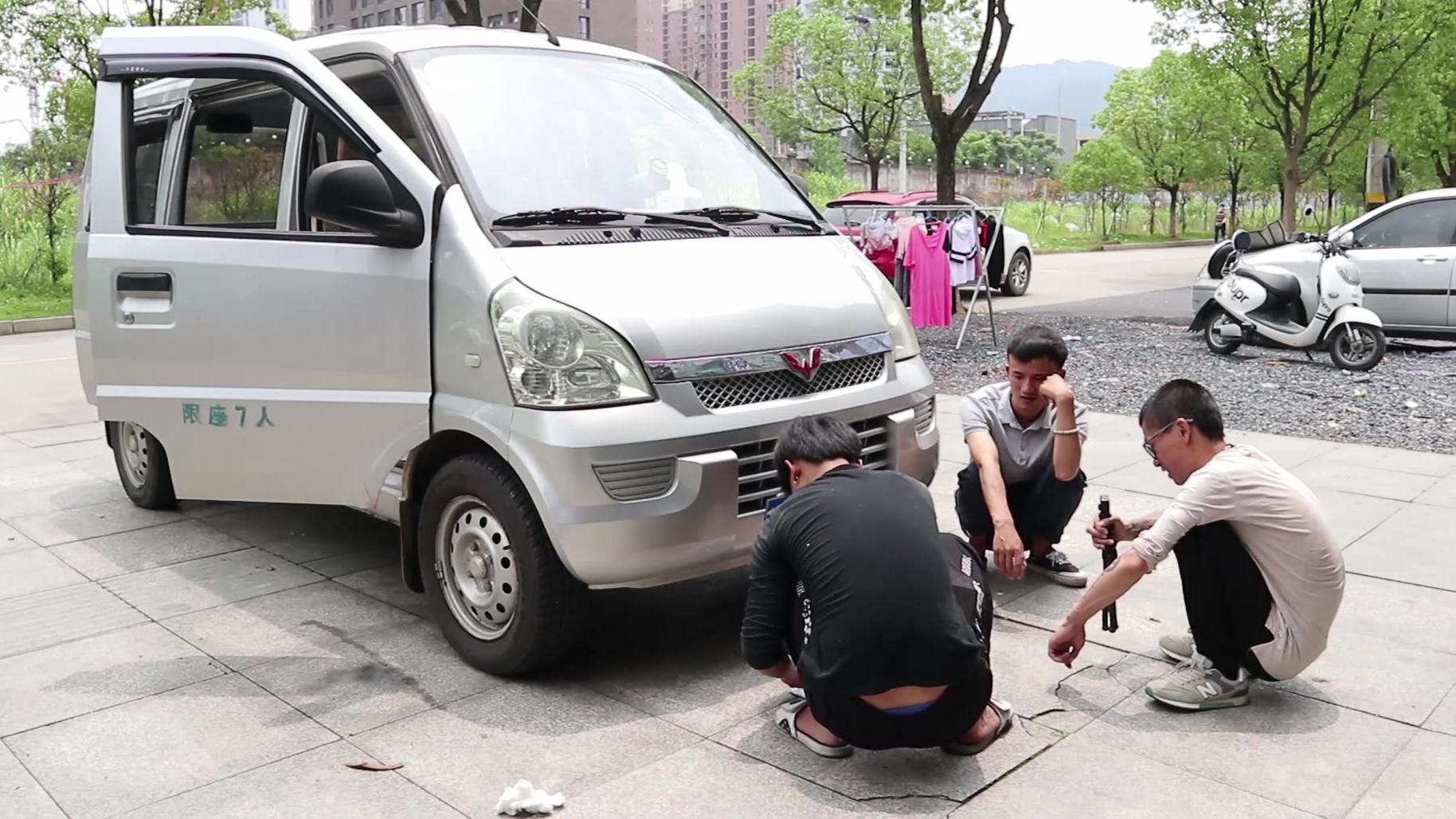 自驾西藏床车改装,花955元检修保养二手五菱,出入安全第一