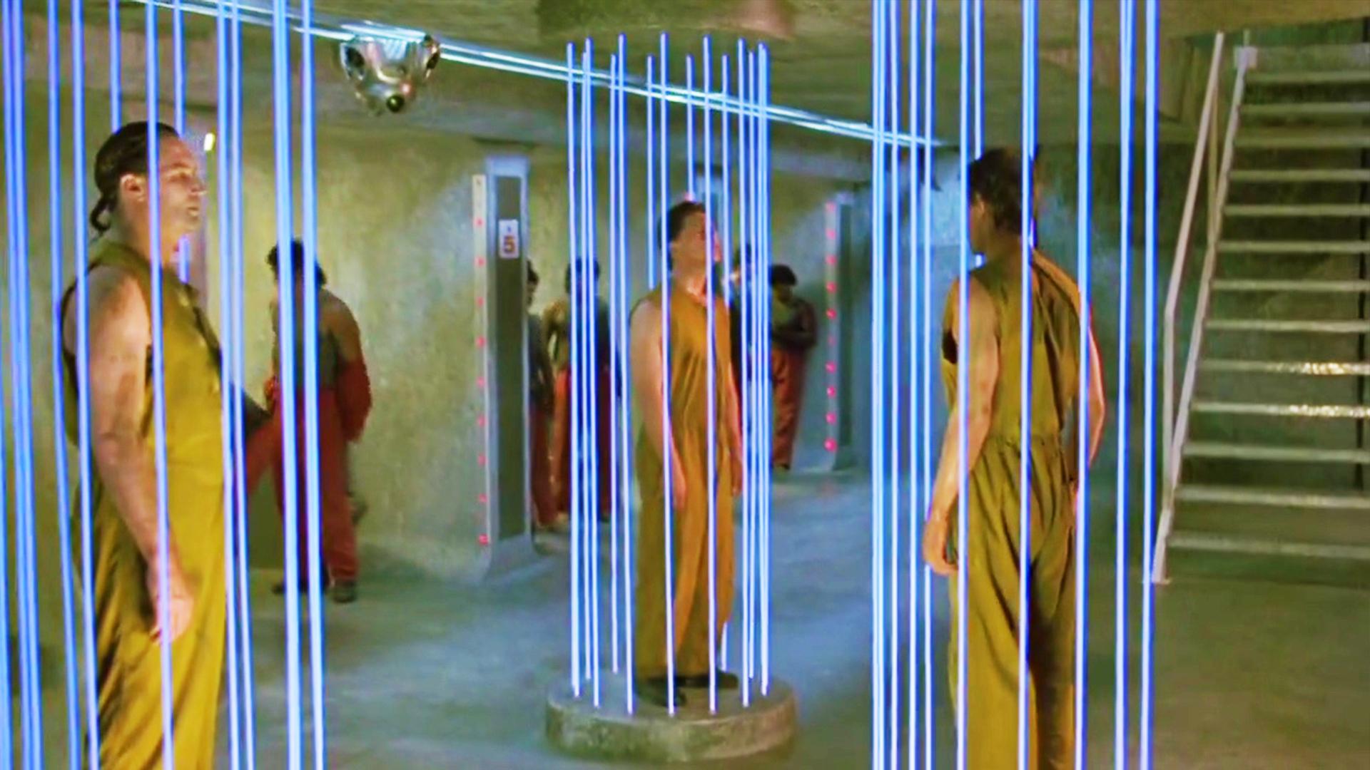 未来人类只能生育一次,一旦超生的话,就要接受蓝色激光的酷刑