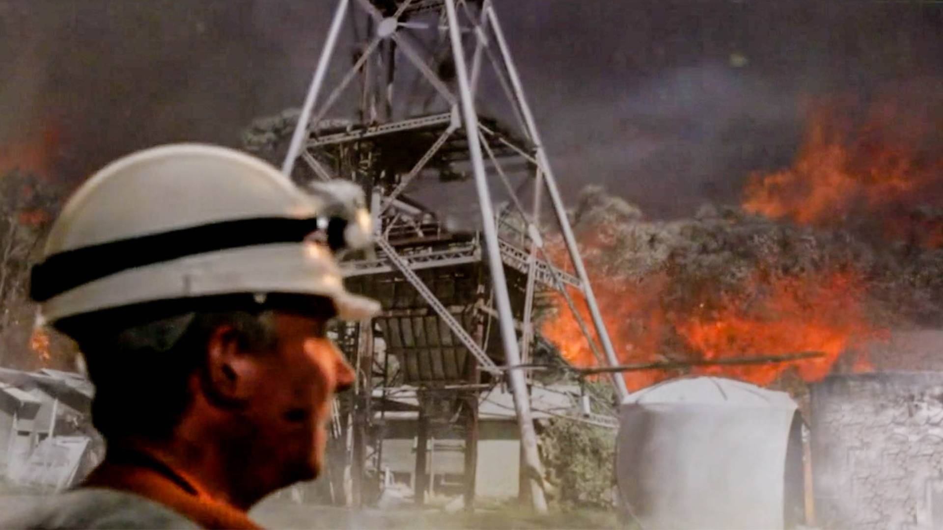 矿工刚从地下出来,发现外面竟化为炼狱,出去后更绝望了