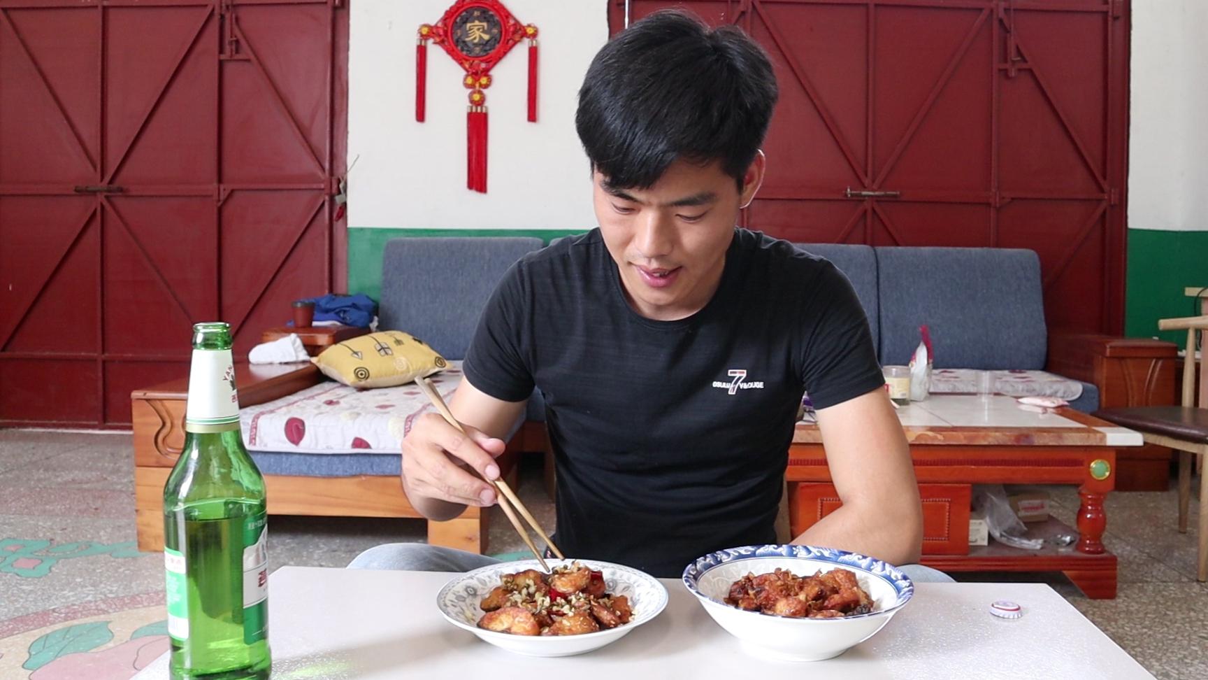 小宋今天做蒜香鱼,用两种不同方法来做,每一道都好吃到流口水
