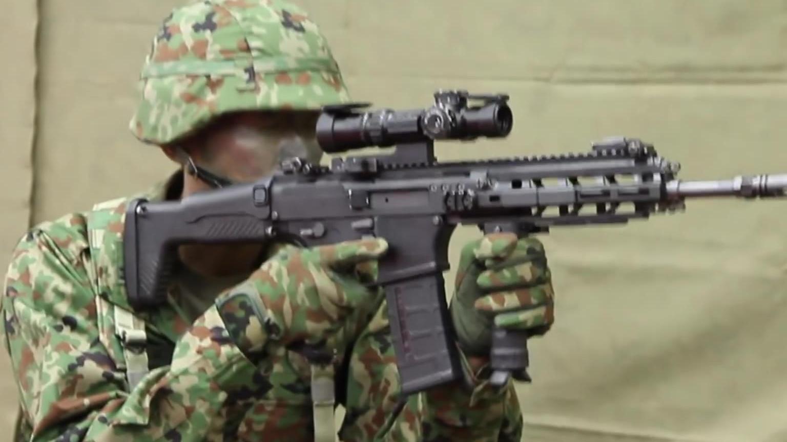 日本自卫队新式突击步枪20式亮相
