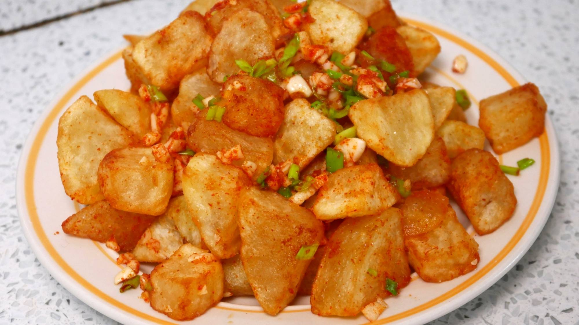土豆你不知道的新做法,做一大盆不够吃,香辣过瘾比吃肉解馋