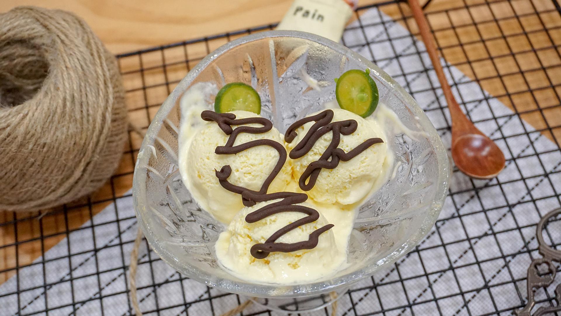 夏天和冰淇淋约会,简单又好吃,加入喜欢的水果,想吃多少做多少