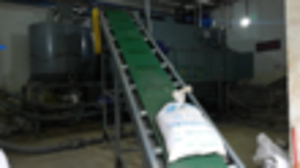 白糖自动拆包机,废袋清洗收集 系统