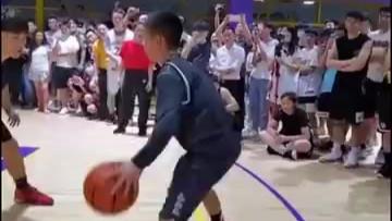 独臂篮球少年,运球和速率真的超强