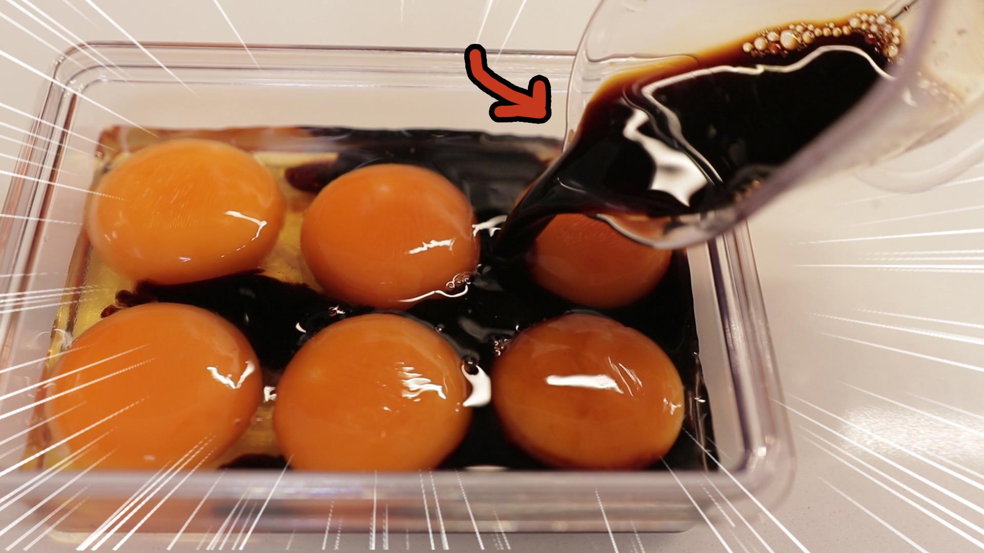 蛋黄泡酱油24小时!拿来拌饭果然不一样了!