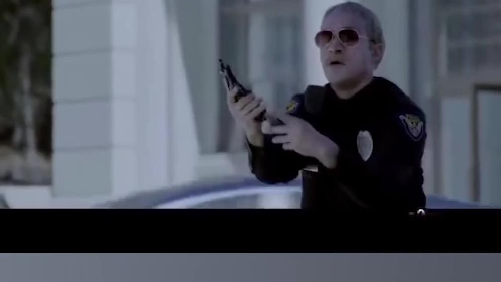 美网友拍视频调侃美国警察综合征 见到黑人就想开枪