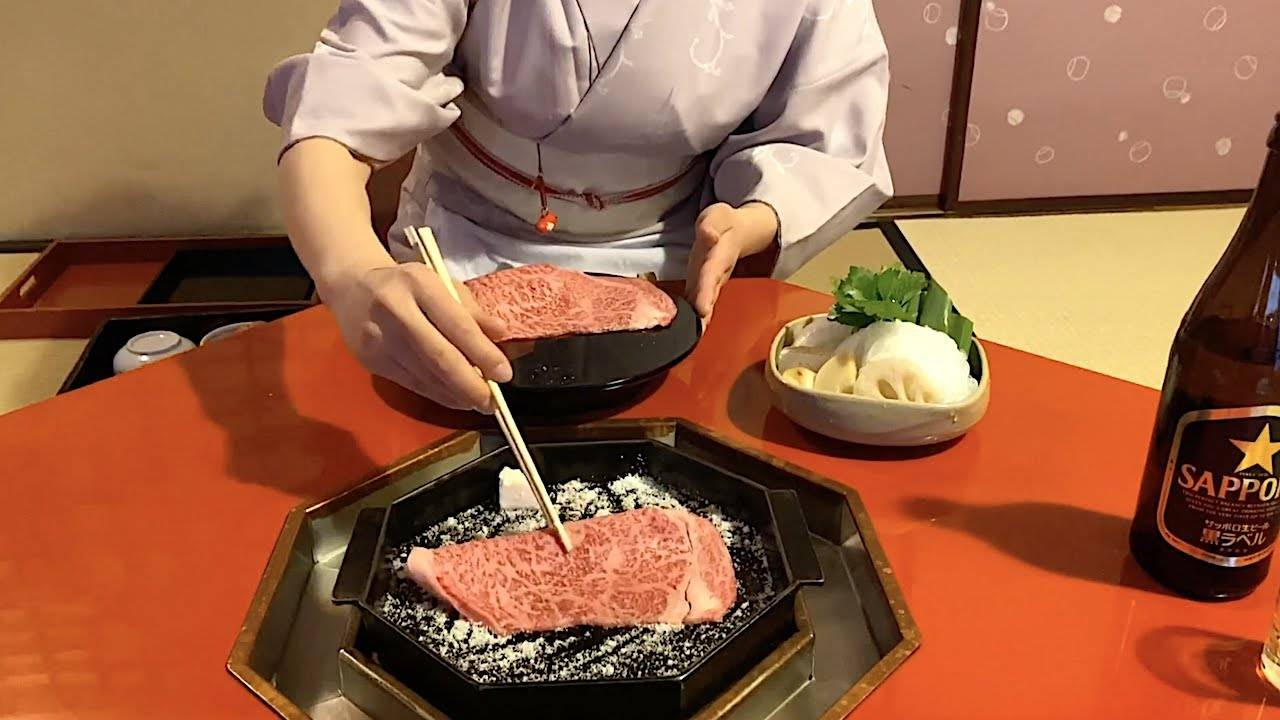 前方真香警告,原来日式火锅寿喜烧是这么吃的,那颗蛋才是主菜!