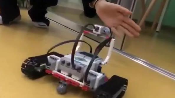 童程童美学员作品展示:乐高EV3智能创意编程-装甲小车
