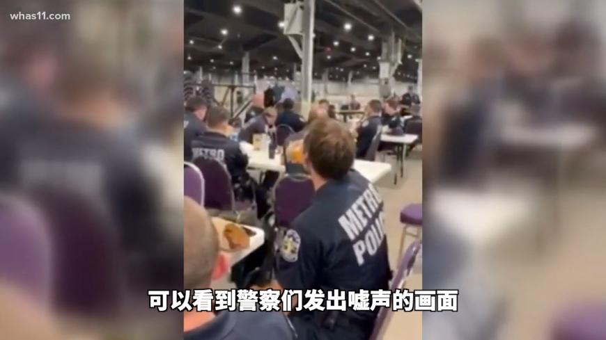 尴尬:美国一市长看望当地警察,现场警官喝倒彩后集体离开