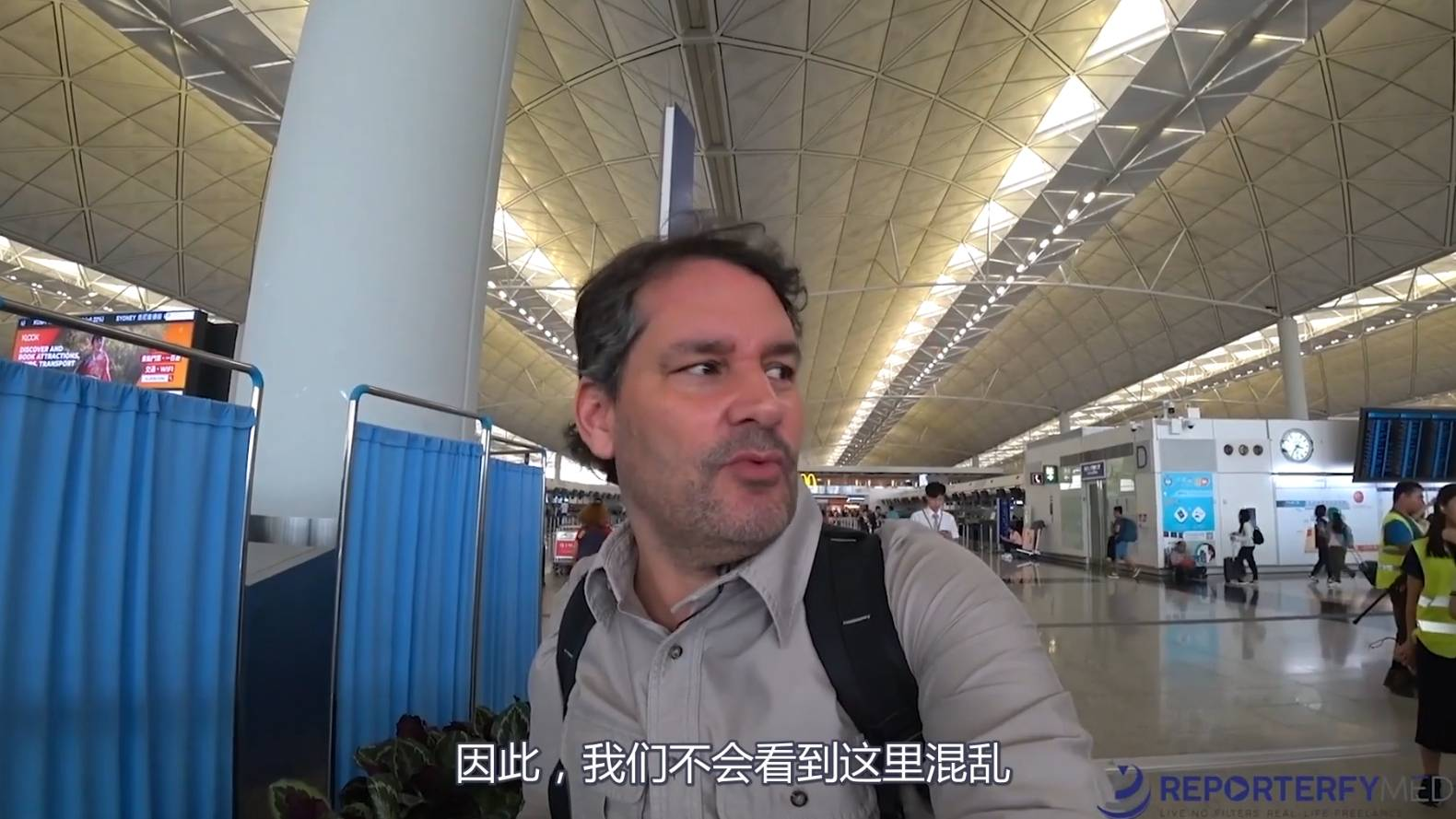 【中文字幕】EP10: 老外路过HK回国 看到罕见的一幕【老外呈现最真实的中国给西方世界 深圳篇】