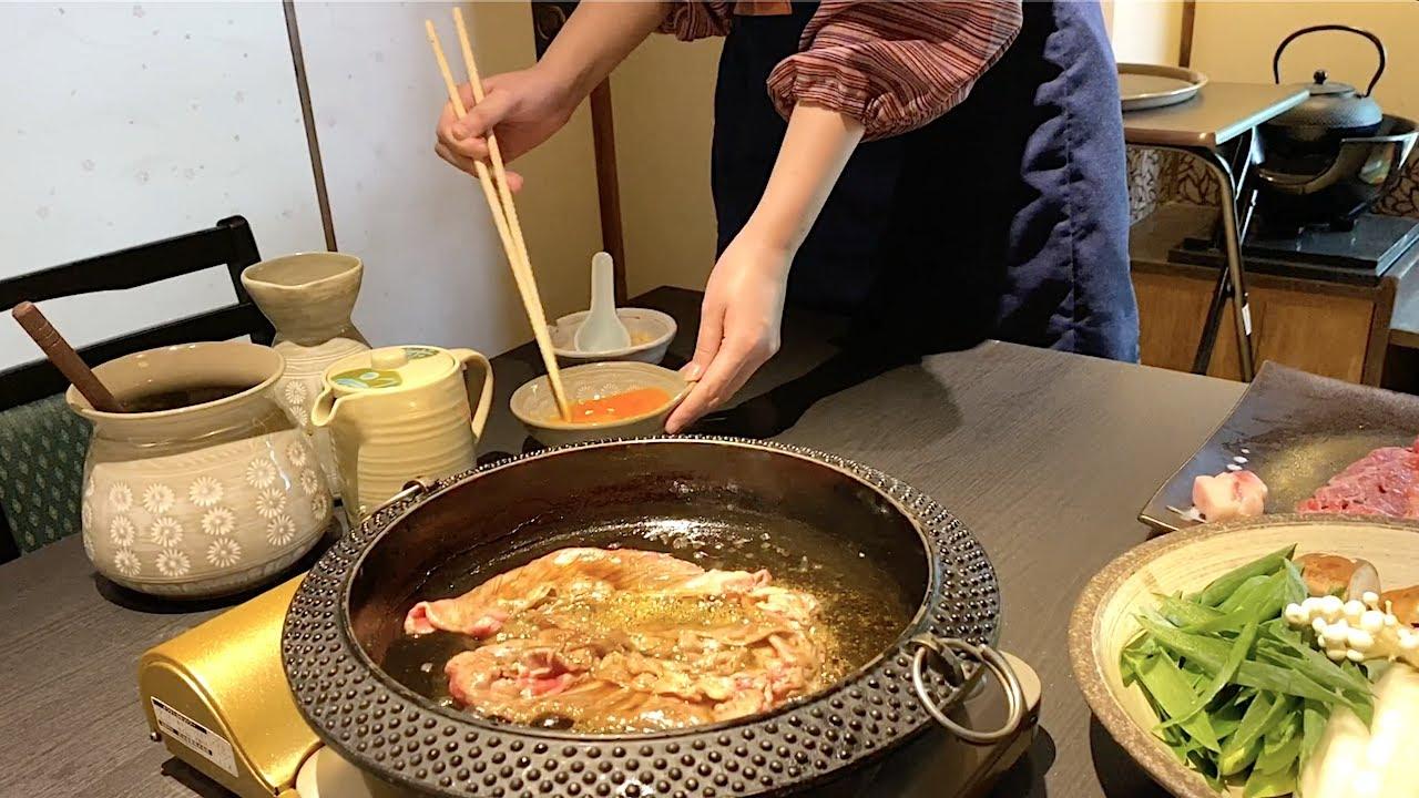 日本著名食物寿喜烧,这牛肉看着好舒服,蘸料是生鸡蛋液,敢吃吗!