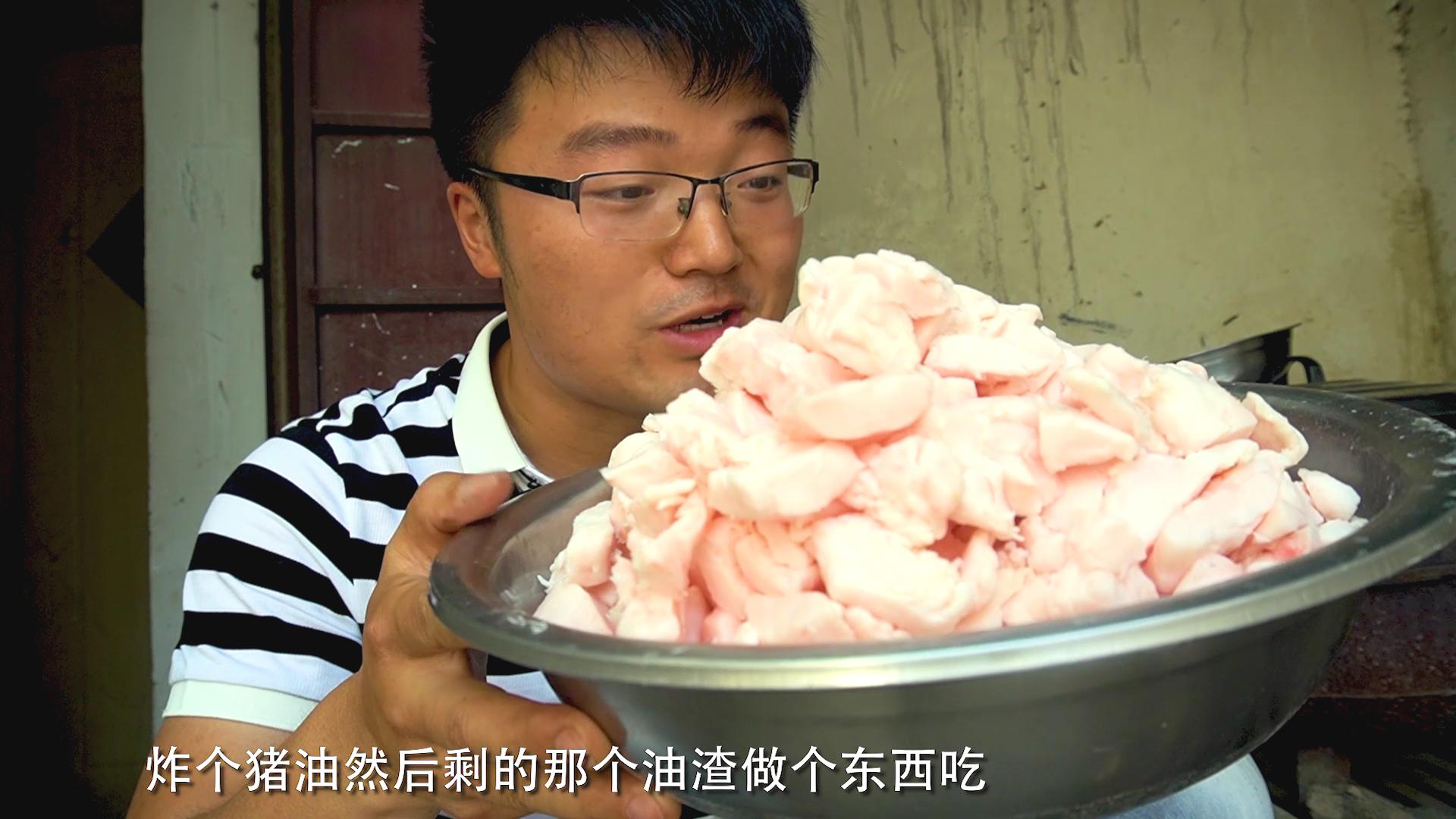 买5斤猪板油炒1斤辣椒,大sao做下饭菜,一油两吃,主食太香了