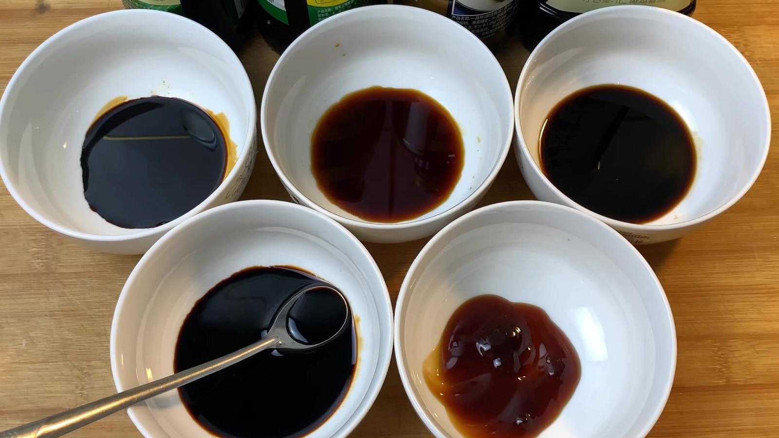 老抽、生抽、酱油、蚝油、蒸鱼豉油的区别和用途,看完视频一目了然