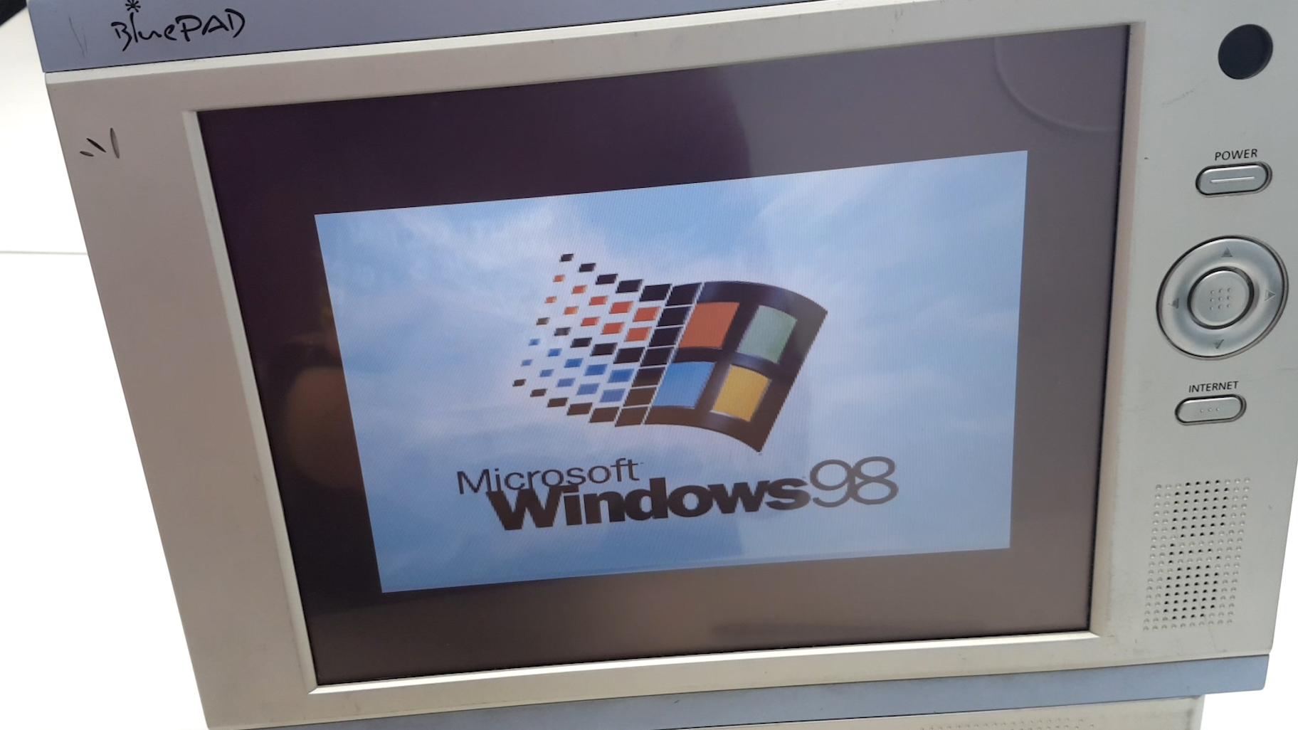拆解WIN98系统的平板电脑,还记得15年前的红警95和RealPlayer吗