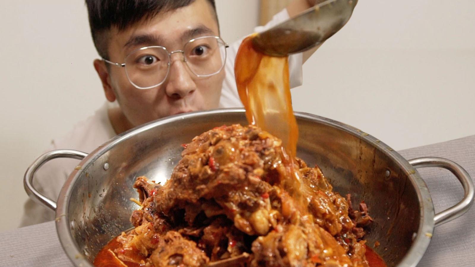 丧尽天良!弟弟吃10斤羊蝎子,哥哥只能吃豆腐?【深夜饿人】