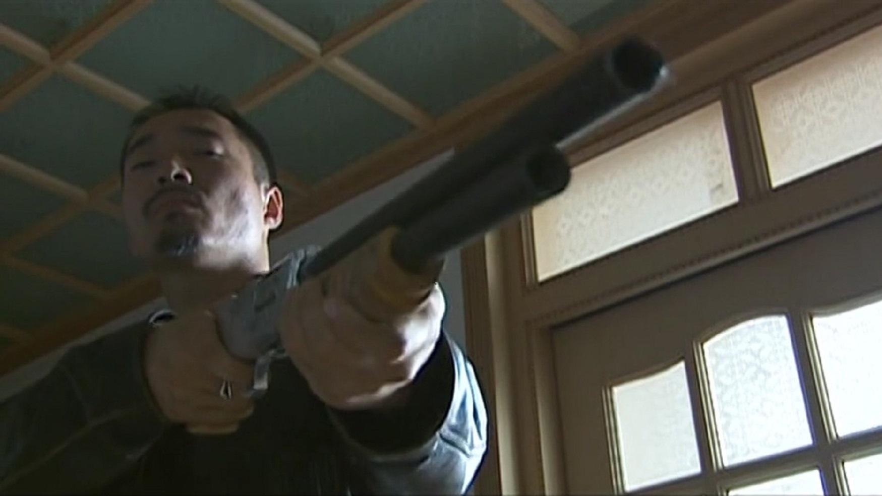 征服05:刘华强带着小弟开始疯狂复仇,封彪吓的提起裤子就跑