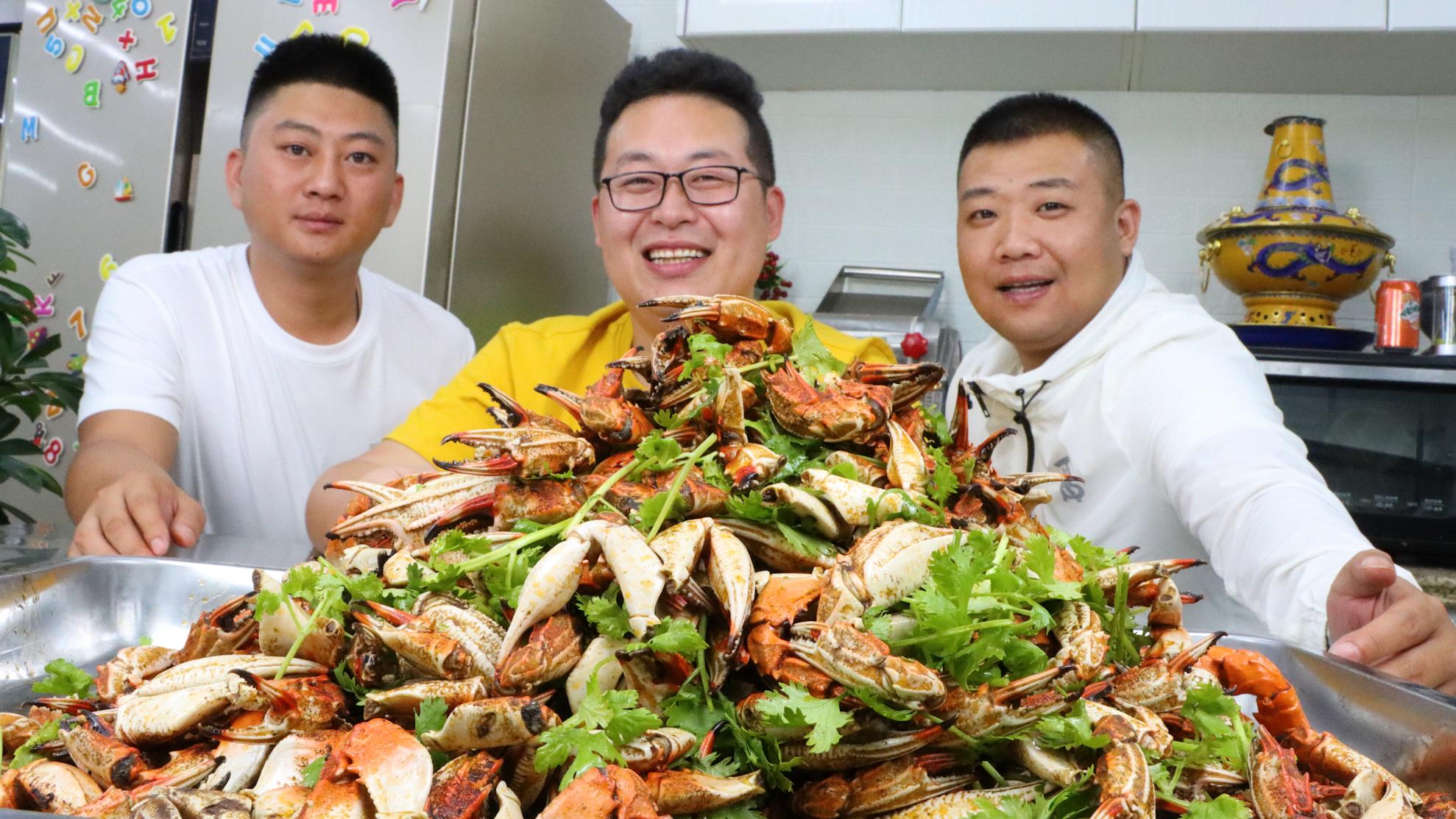 """230买10斤蟹钳,做道""""麻辣蟹钳""""都是骨头没啥肉,小马哥辣蒙了"""