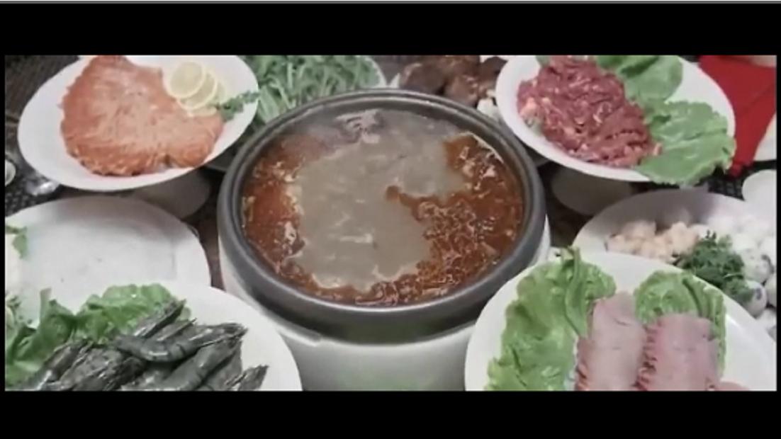 吃戏:葛民辉跟老婆家人吃火锅不得不下药,闫妮被放鸽子边吃边哭