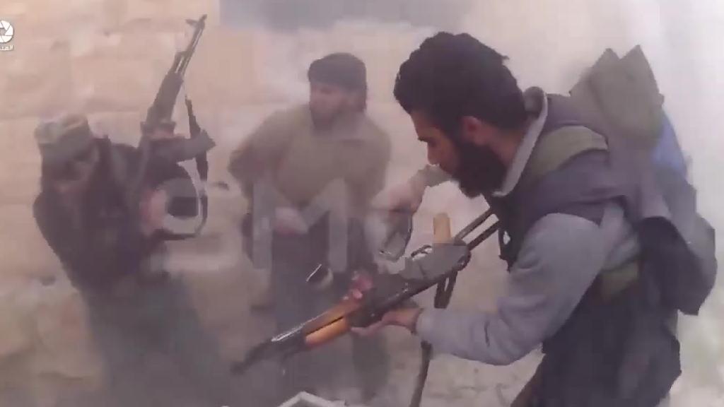【亲临战场】叙利亚大马士革反恐巷战遭遇猛烈抵抗,战士负伤!