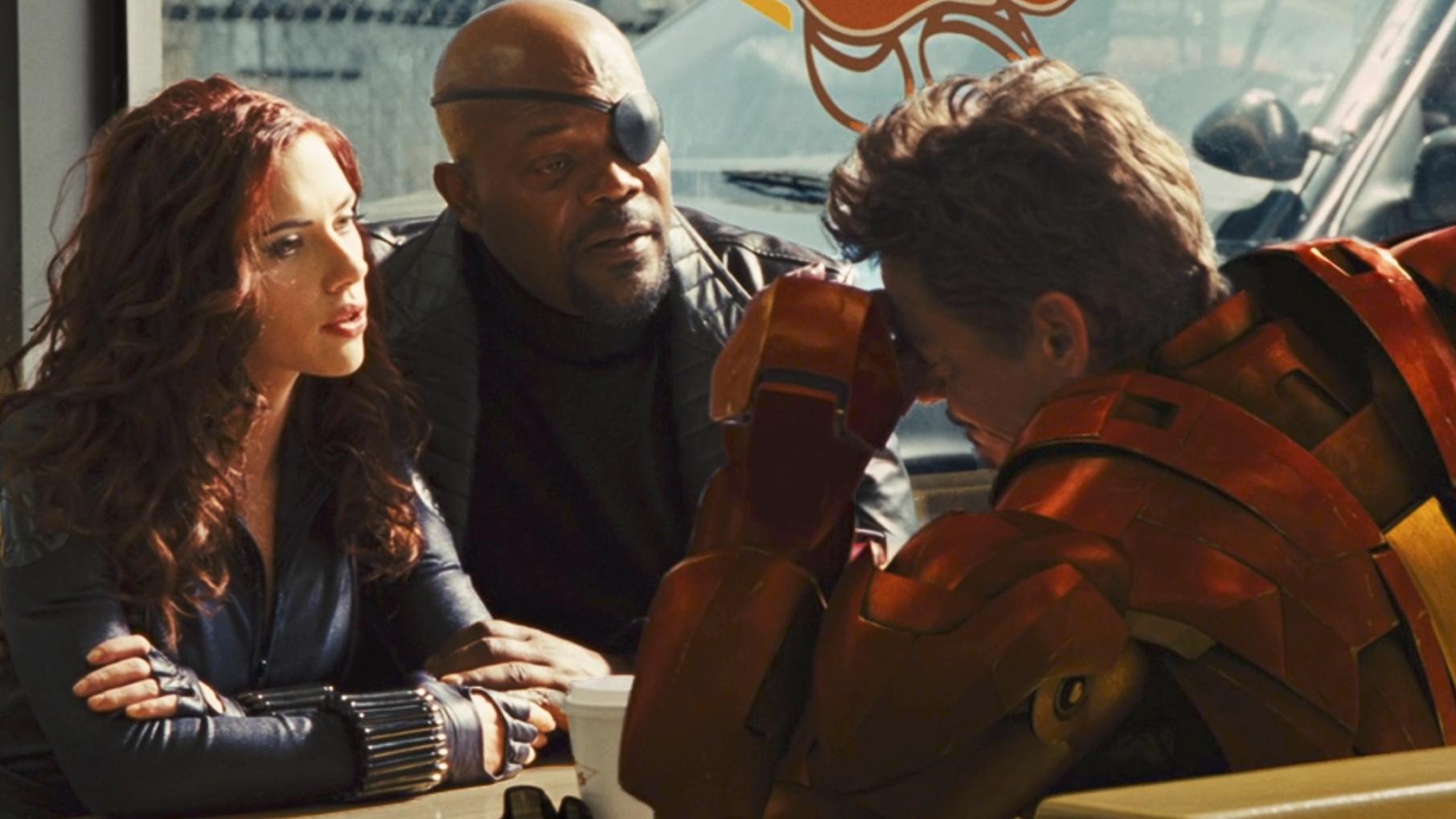 《钢铁侠2》:史塔克告诉局长我中毒了,黑寡妇当场给他一针!