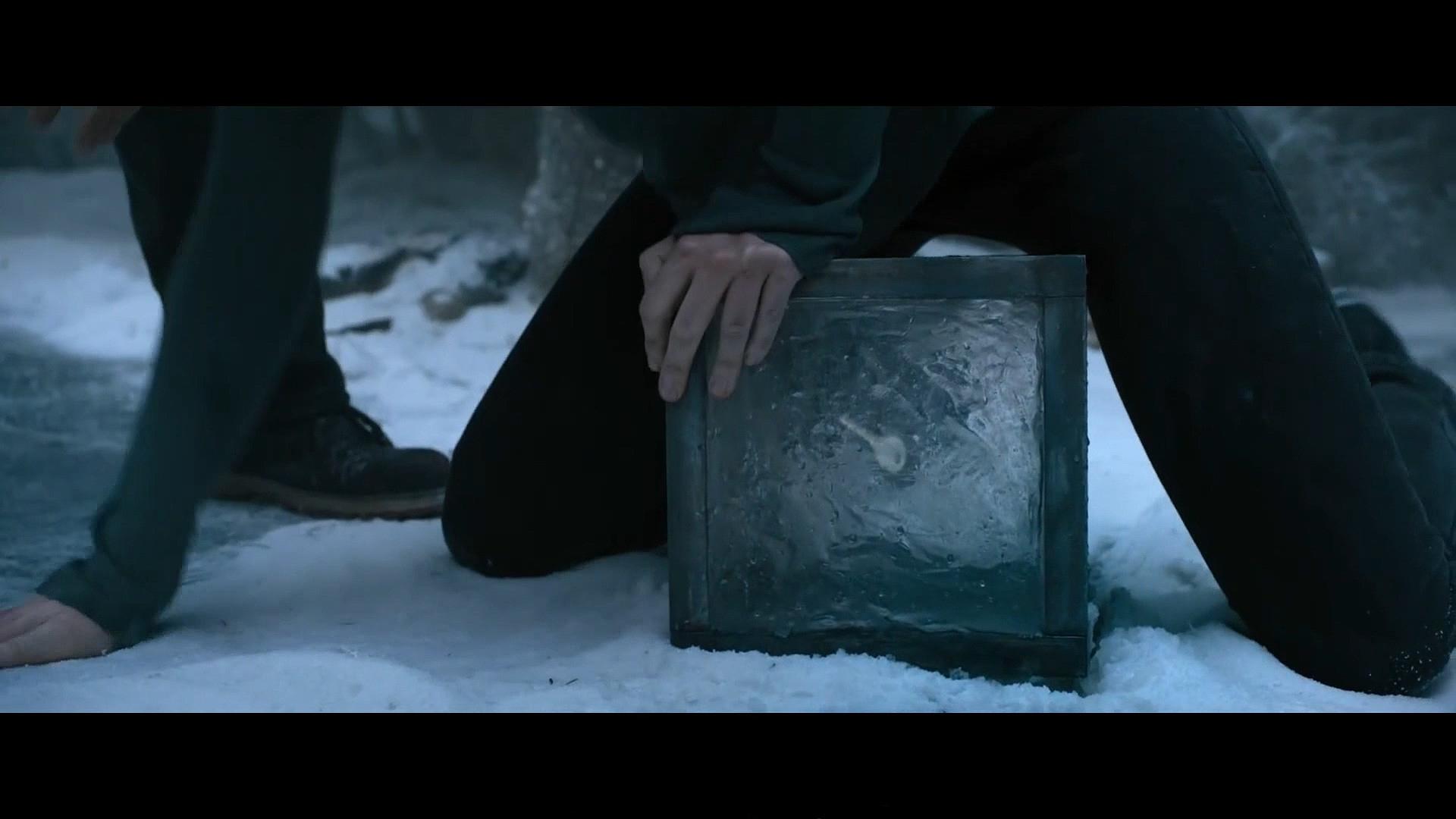5人从冰里钓出一只冻着钥匙的冰坨,没想到开启了地狱的大门《密室逃生》