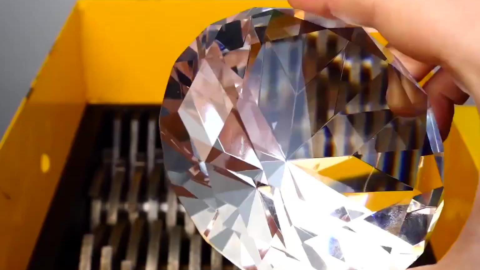 粉碎机VS钻石,钻石会变成什么样