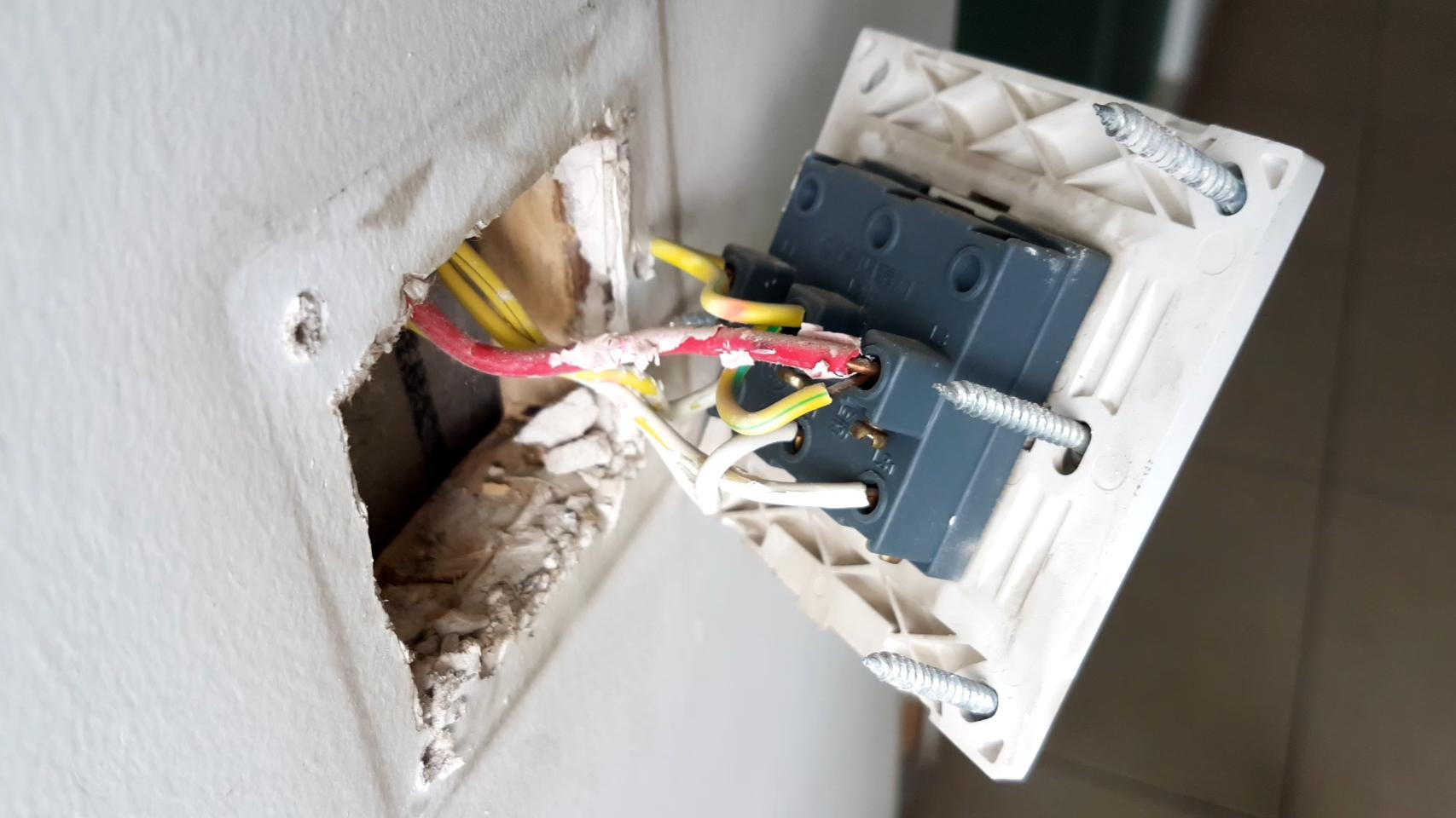 拆解华为威廷智能开关看内部的做工和细节,演示其安装后的效果