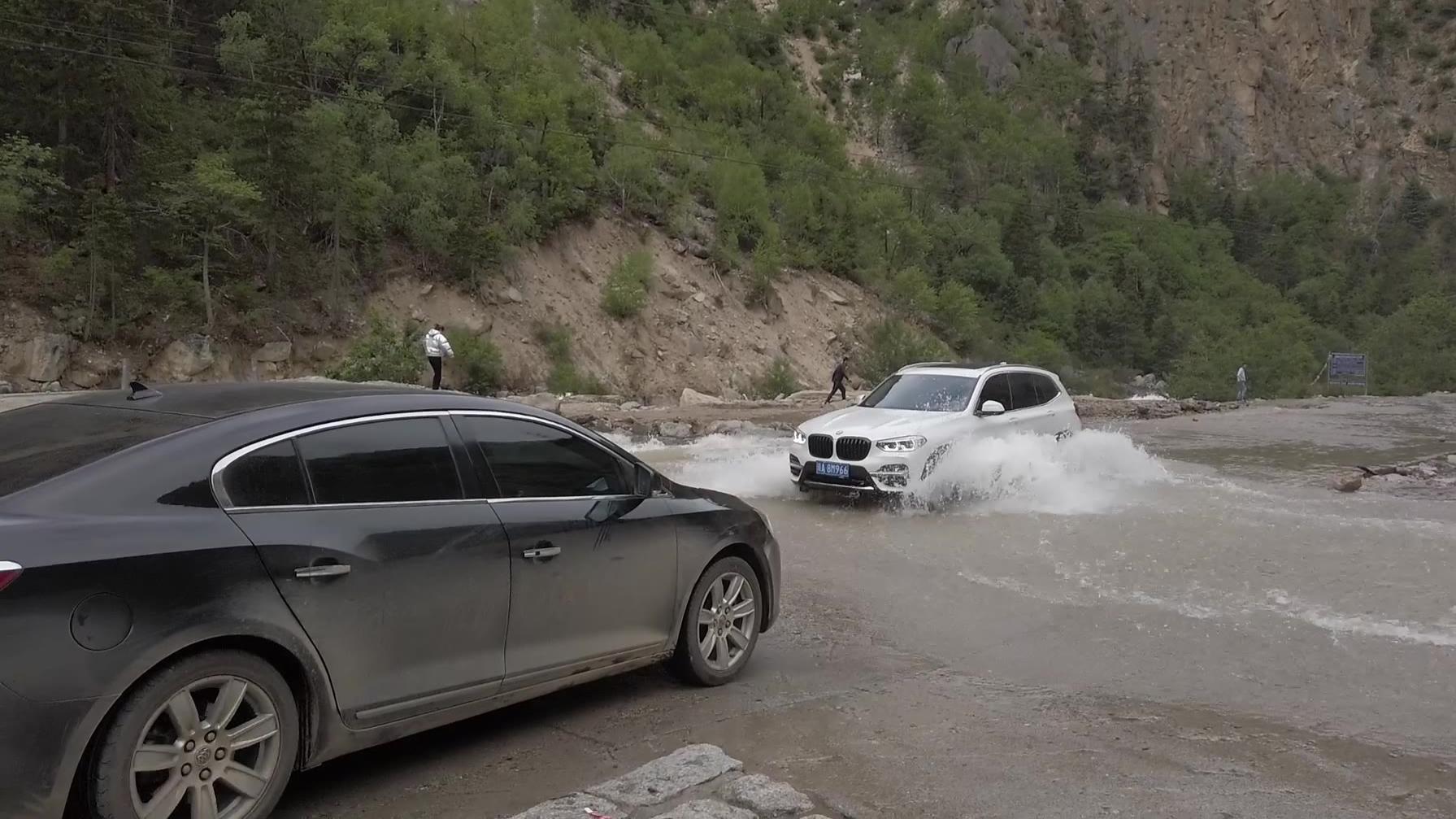 男人自驾游318川藏线,最喜欢碰到这种情况,水越多越开心