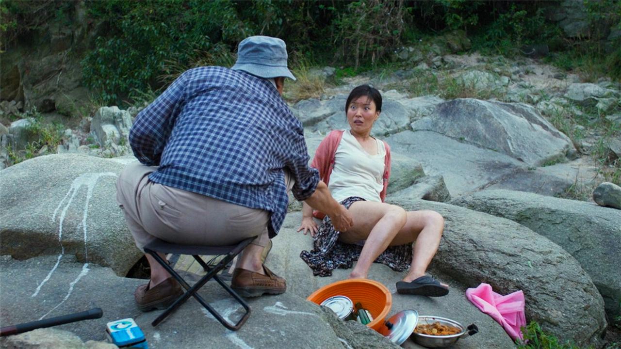 村里来了一个日本老头,全村的妇女都遭殃了!韩国恐怖电影《哭声》