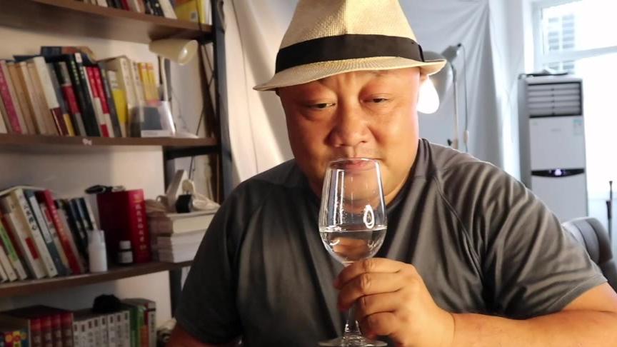 """用肥肉泡的酒,广东人眼中的""""茅台"""",备受争议,口感究竟如何?"""