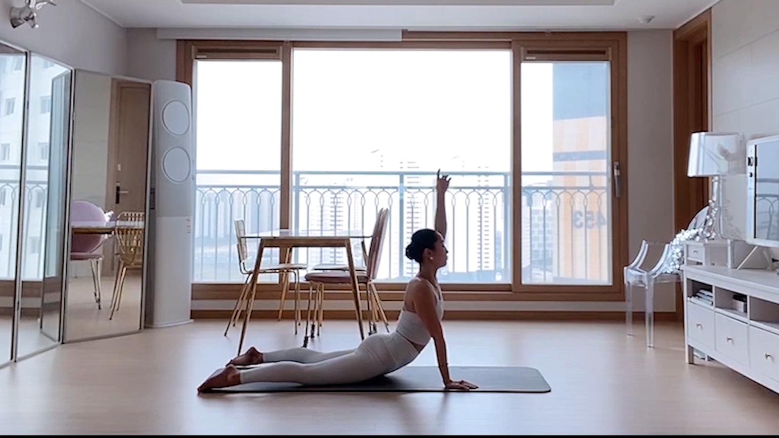 身材超好的芭蕾小姐姐,居家核心肌群简单训练