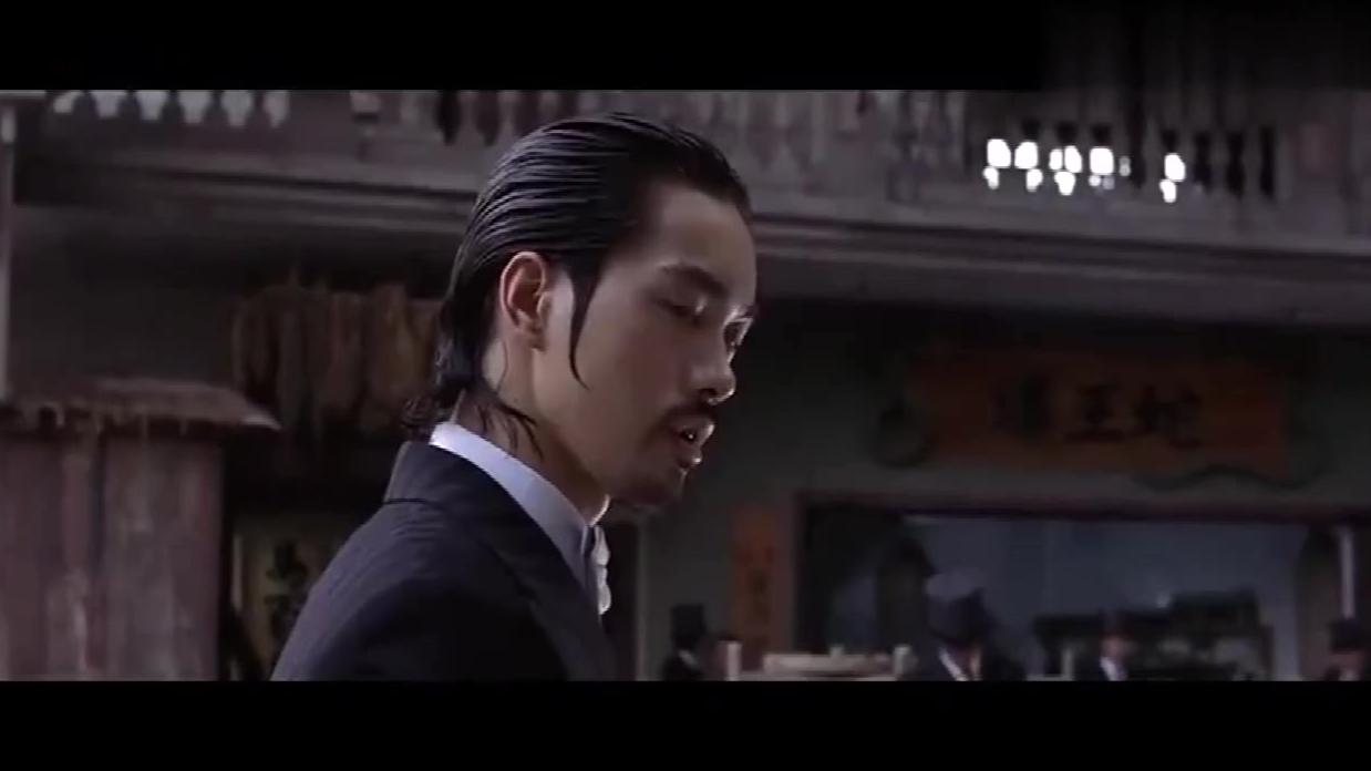 星爷经典电影《功夫》,十二路谭腿大战斧头帮,这段打戏太精彩!