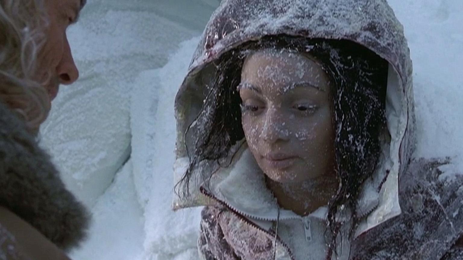 男子爬雪山时,找到一个被冻住的女孩,原来这是失踪6年的妻子!