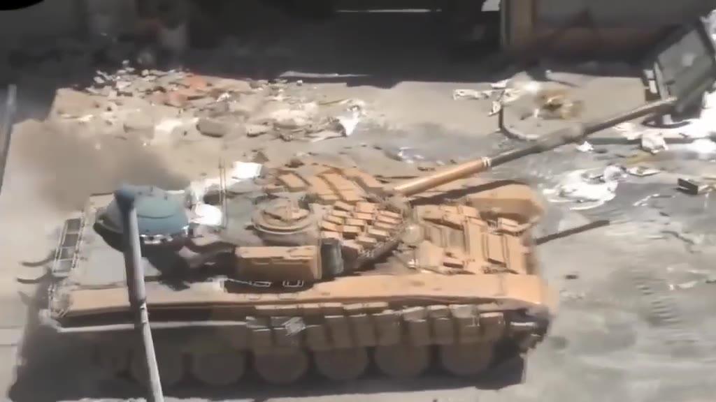 【亲临战场】敘利亚反恐巷战,多辆坦克配合,让恐怖分子几乎无还手之力
