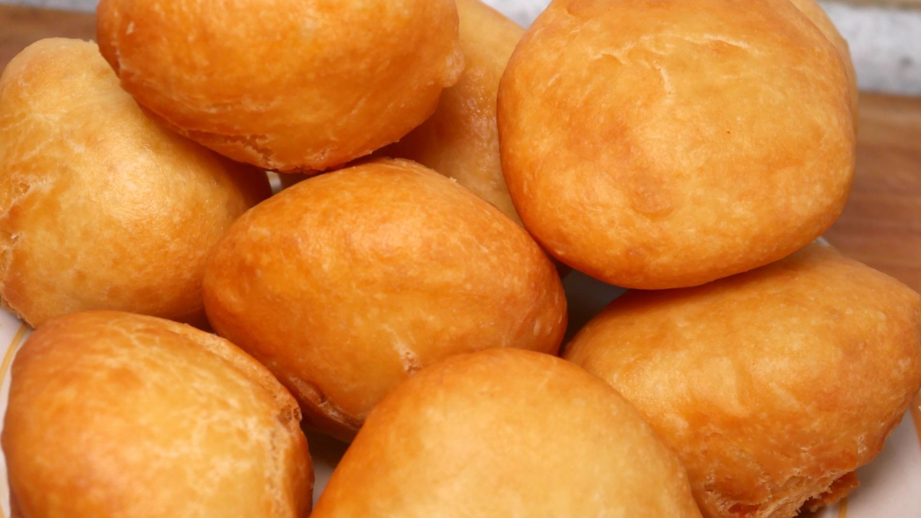 想吃面包不用烤箱烤,教你懒人做法,松软又拉丝,比买的都好吃
