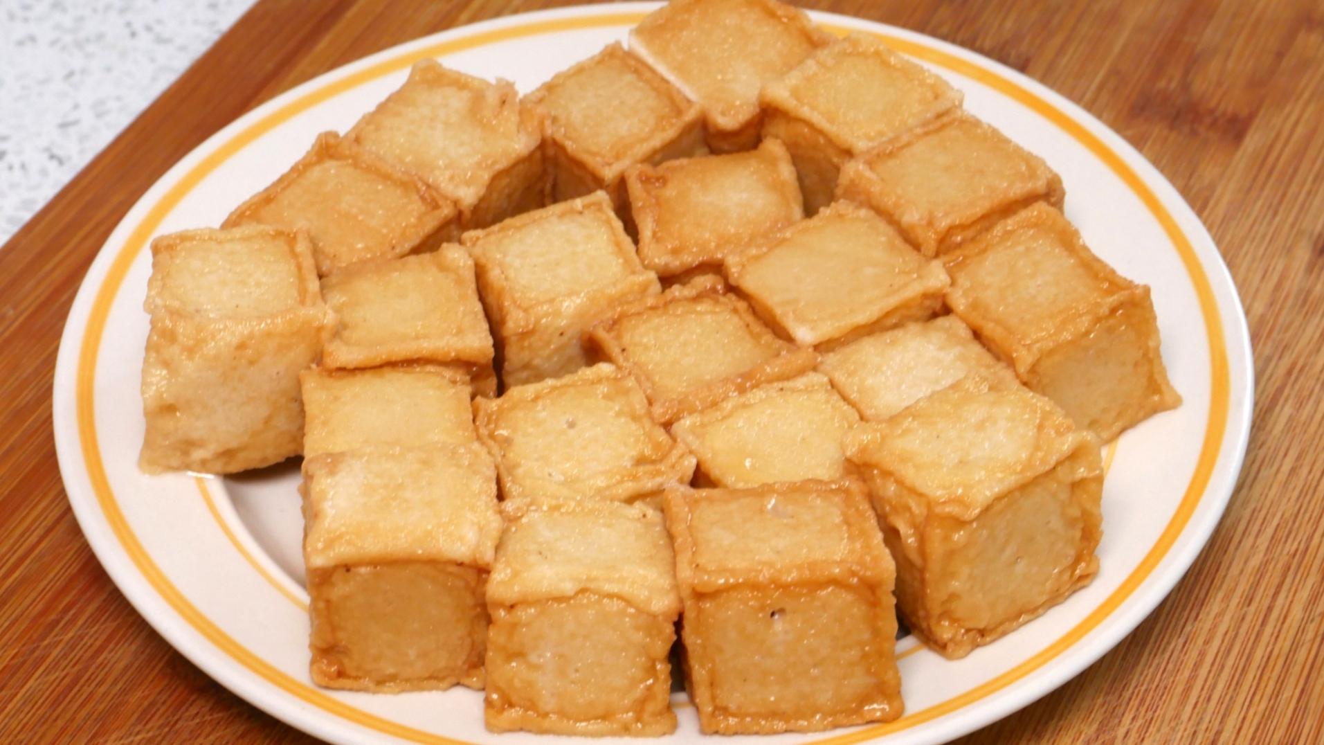 鱼豆腐新做法,比涮的好吃多了,Q弹鲜嫩,我家隔三岔五就吃