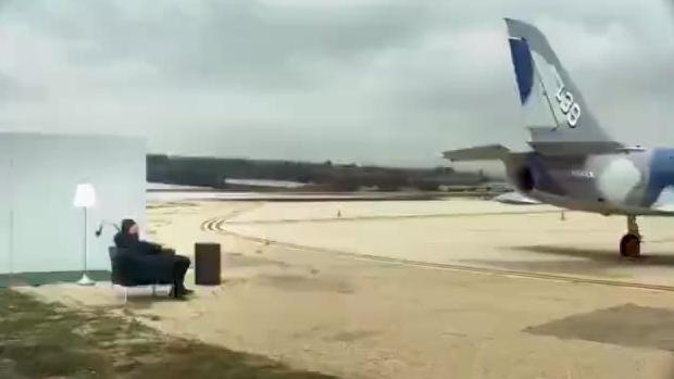 战斗机发动机强大气流测试,请憋住别笑……