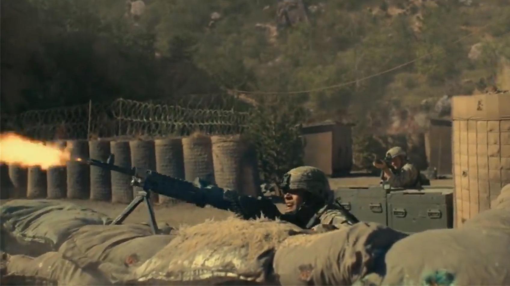 这才是真实的阿富汗战争片,美军士兵穿着裤衩,运送弹药