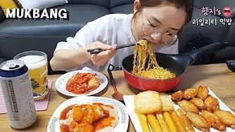 【Hamzy】韩国小姐姐真实吃播:)冰箱冷冻食品特辑~配冰啤酒!(ft.拉面&泡菜~)